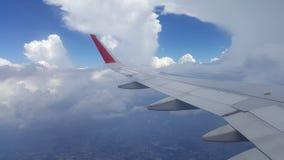 Blauwe Hemel met Wolken Vliegtuig in hemel Stock Foto