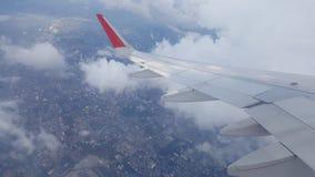 Blauwe Hemel met Wolken Vliegtuig in hemel Stock Afbeeldingen