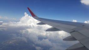 Blauwe Hemel met Wolken Vliegtuig in hemel Royalty-vrije Stock Afbeeldingen