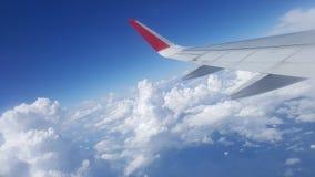 Blauwe Hemel met Wolken Vliegtuig in hemel Royalty-vrije Stock Afbeelding