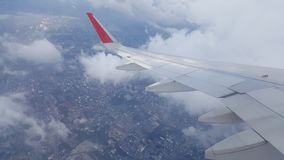 Blauwe Hemel met Wolken Vliegtuig in hemel Royalty-vrije Stock Fotografie