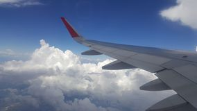 Blauwe Hemel met Wolken Vliegtuig in hemel Royalty-vrije Stock Foto