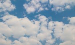 Blauwe hemel met wolkenachtergrond en textuur Royalty-vrije Stock Afbeelding