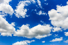 Blauwe hemel met wolkenclose-up Stock Afbeelding