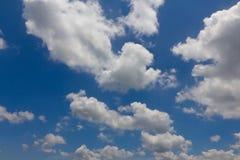 Blauwe hemel met wolkenclose-up Royalty-vrije Stock Foto's