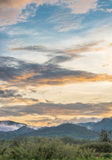 Blauwe hemel met zonsondergang royalty-vrije stock foto's