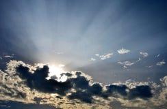Blauwe hemel met zonsondergangachtergrond Stock Foto