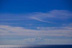 Blauwe Hemel op de Oceaan Stock Afbeelding