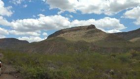 Blauwe hemel over de bergen Royalty-vrije Stock Fotografie
