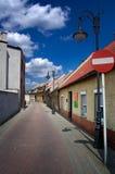 Blauwe hemel over de oude stad in Polen Stock Foto's
