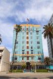 Blauwe hemel over het Georgische Hotel stock fotografie