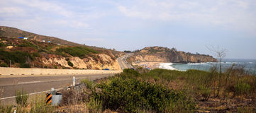 Blauwe hemel over het meest verste zuideneind van Crystal Cove-strand royalty-vrije stock foto