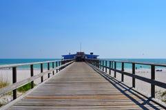 Blauwe hemel over pijler in Napels Stock Foto