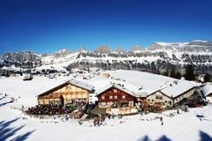 Blauwe hemel over Zwitserse toevlucht Royalty-vrije Stock Afbeelding