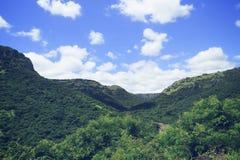 Blauwe hemel van kwa-Zoeloes Natal South Africa Stock Afbeeldingen