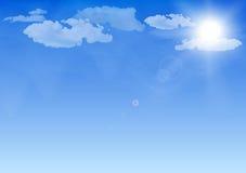 Blauwe hemel, zon en wolken Stock Foto
