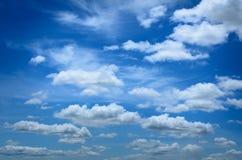 Blauwe hemelachtergrond Royalty-vrije Stock Afbeeldingen