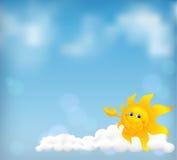 Blauwe hemelachtergrond met grappige beeldverhaalzon Royalty-vrije Stock Foto's