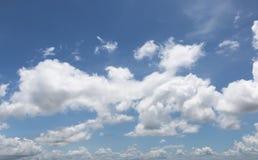 Blauwe hemelwolken Stock Afbeelding