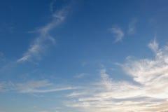 Blauwe hemelzonsondergang Stock Afbeeldingen