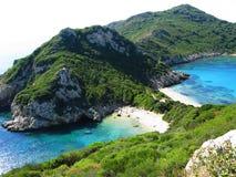 Blauwe het landschaps Ionische overzees van de lagunekust op het eiland van Korfu Stock Foto's