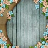 Blauwe houten achtergrond met bloemen Stock Afbeeldingen