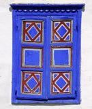 Blauwe houten blinden stock afbeelding
