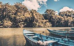Blauwe houten boten Stock Afbeelding