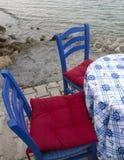 blauwe houten stoelen Stock Afbeelding
