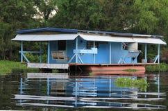 Blauwe huisboot Royalty-vrije Stock Fotografie