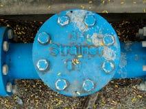 Blauwe industriële pijpleidingszeef royalty-vrije stock afbeeldingen