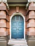 Blauwe ingangsdeur stock foto's