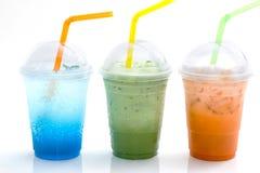 Blauwe Italiaanse soda en ijsthee in meeneemkop Stock Foto
