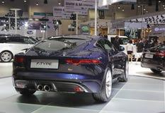 Blauwe jaguar F-type auto achtermening Royalty-vrije Stock Afbeeldingen