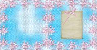 Blauwe kaart voor uitnodiging of gelukwens met roze boog Royalty-vrije Stock Foto's