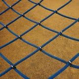 Blauwe kabel netto in de speelplaats in de straat stock afbeeldingen