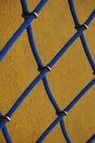 Blauwe kabel netto in de speelplaats in de straat royalty-vrije stock fotografie