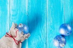 Blauwe Kerstmis met Kerstmisballen Stock Fotografie