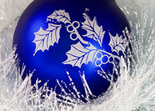 Blauwe Kerstmisbal royalty-vrije stock foto's