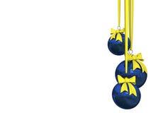 Blauwe Kerstmisbal die over wit wordt geïsoleerdo Royalty-vrije Stock Afbeelding