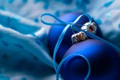 Blauwe Kerstmisballen Stock Afbeeldingen