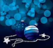Blauwe Kerstmisballen op bokehachtergrond Royalty-vrije Stock Afbeelding