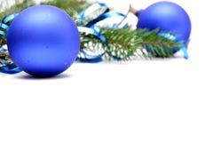 Blauwe Kerstmisbollen stock afbeeldingen