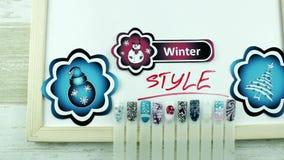Blauwe Kerstmisstickers en de wintermanicure stock videobeelden