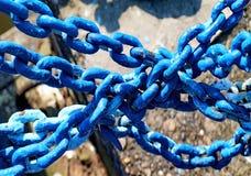 Blauwe kettingen Stock Afbeelding