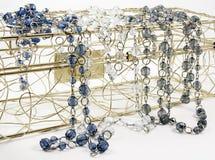 Blauwe, kleurloze en grijze glassbeads Stock Afbeeldingen