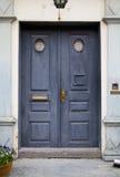 Blauwe Kleurrijke Deur op Oude Algemene Vergadering Stock Foto