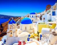 Blauwe Koepelkerken Oia Santorini Royalty-vrije Stock Afbeelding
