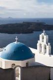 Blauwe koepels, Santorini Stock Foto's