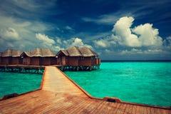 Blauwe lagune Waterbungalowwen Royalty-vrije Stock Fotografie